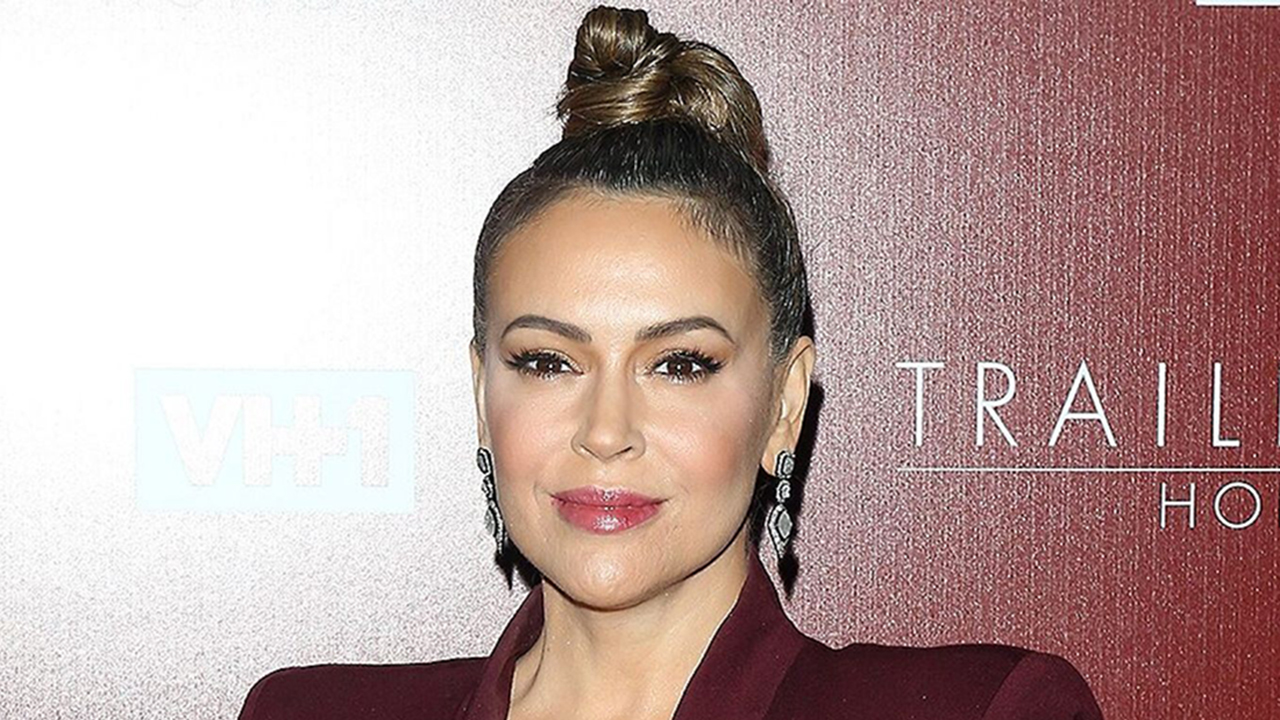 Alyssa Milano extends `olive branch` to Trump supporters...