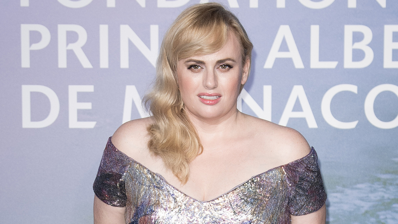 Rebel Wilson shows off weight loss in snowy...