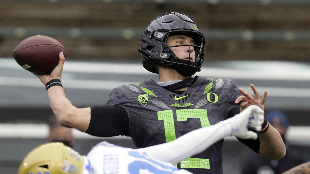 Shough throws 3 TDs and No. 11 Oregon survives Bruins 38-35