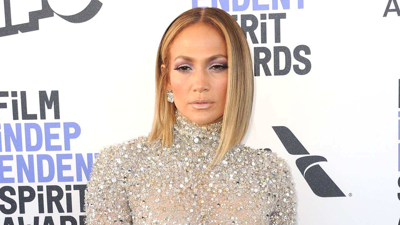 Jennifer Lopez stuns in makeup-free video says she's never had Botox as she launches beauty line – Fox News