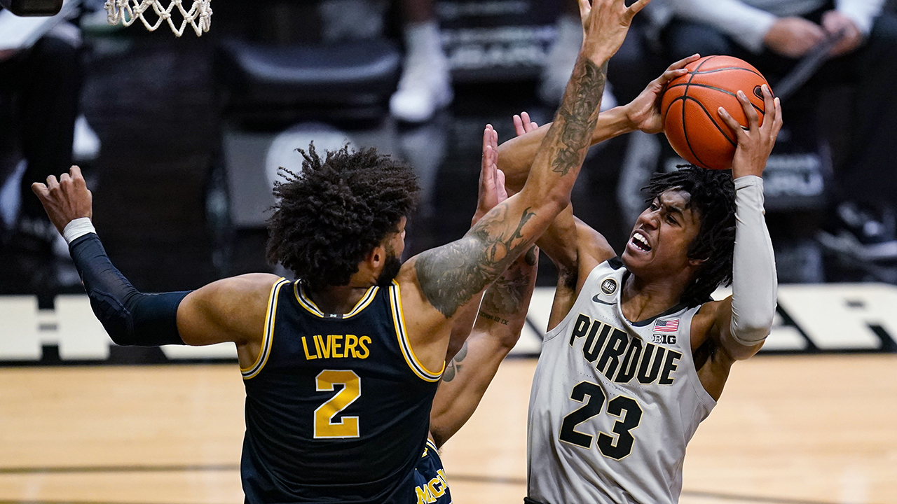 No. 7 Michigan uses strong defense to rout Purdue 70-53 - fox