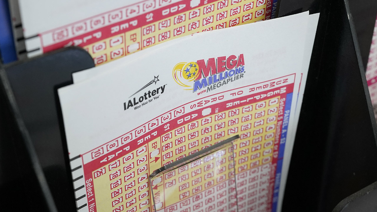 Mega Millions jackpot climbs to $970M after Tuesday`s...