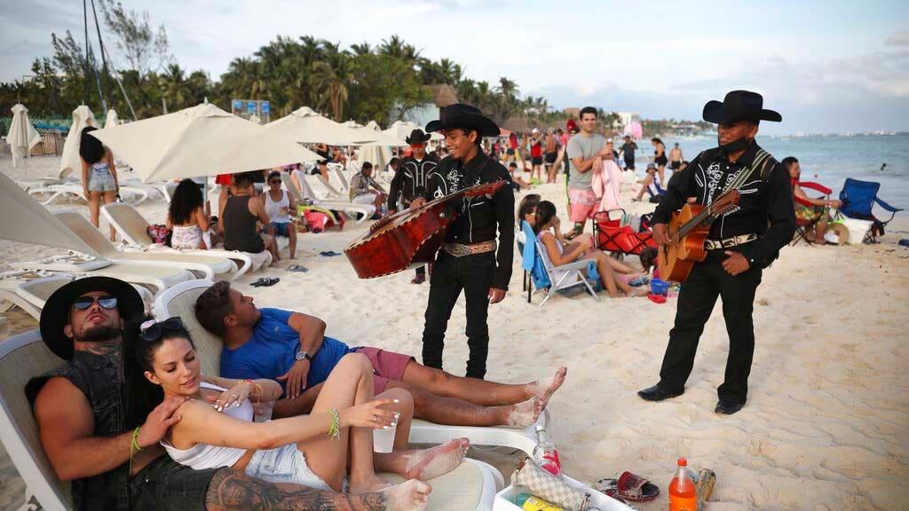 Meksiko melihat lonjakan pariwisata sebagai gelombang pandemi