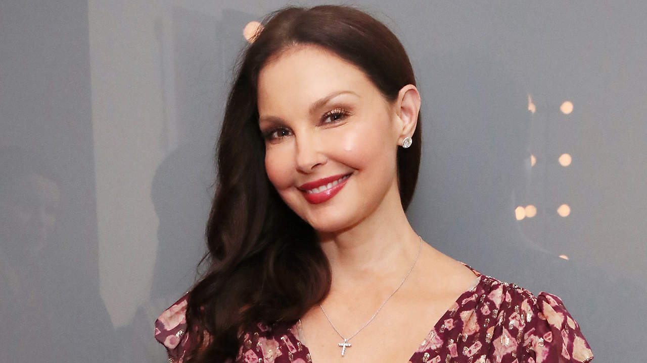 Ashley Judd walks again after her Congo accident that shattered her leg: 'She is a new leg' - Fox News
