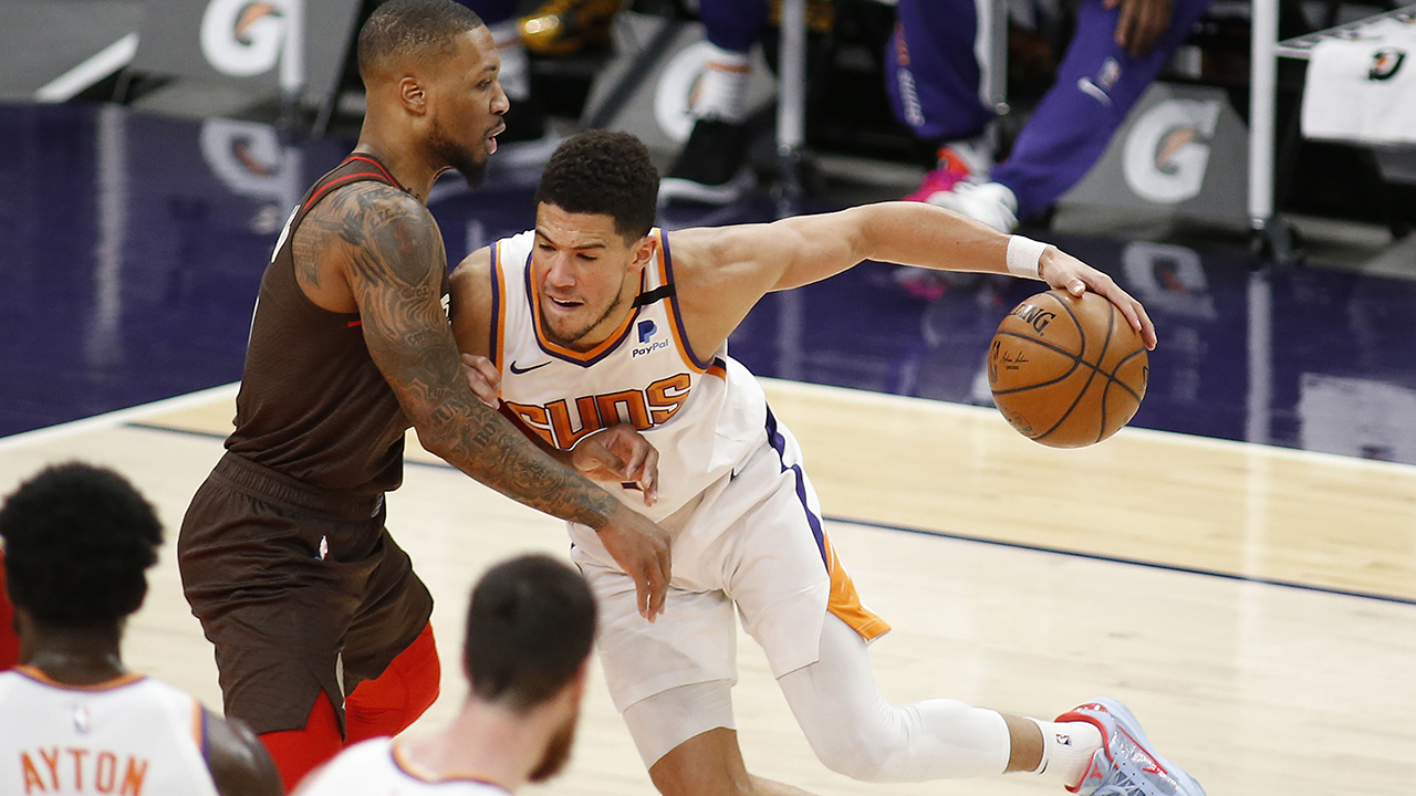 Booker scores 34, Suns roll to 132-100 win over Blazers