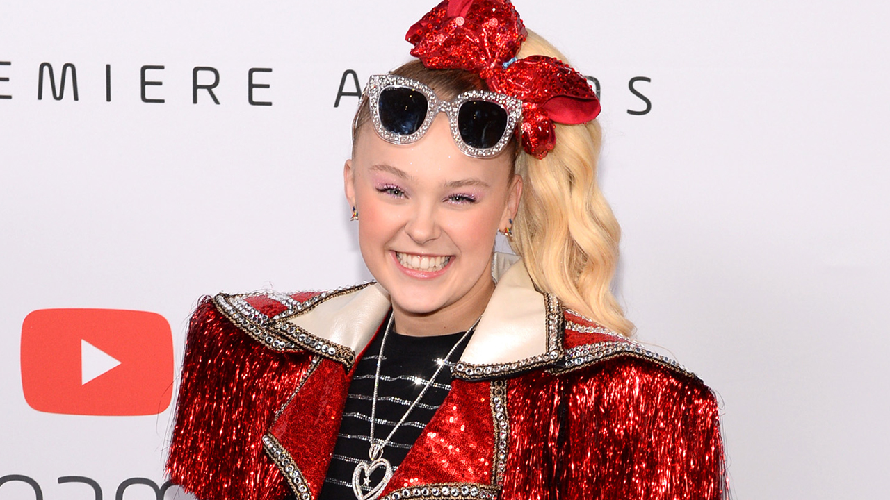 JoJo Siwa introduces girlfriend Kylie, says she's 'the happiest I've ever been' after coming out - Fox News