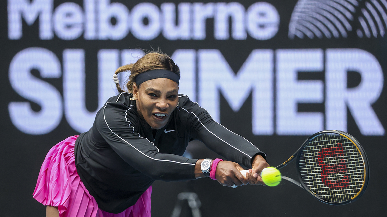 Serena Williams through easily in 1st Australian Open tuneup