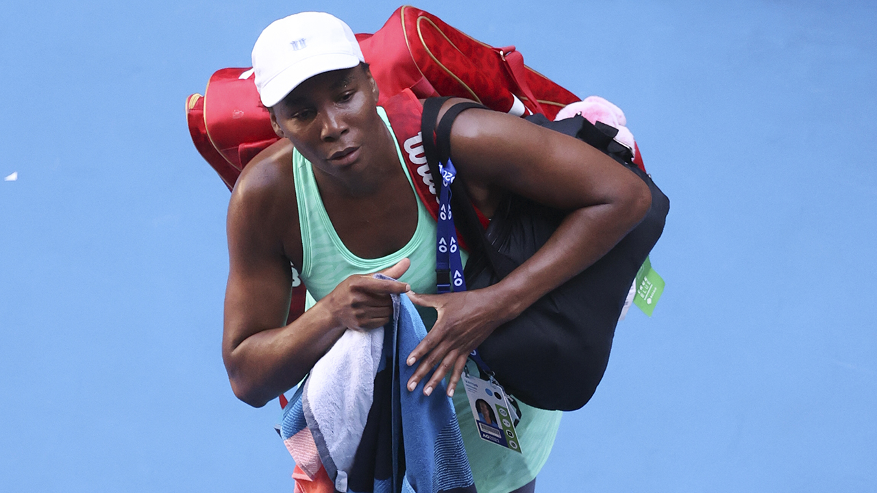 Venus finishes Australian Open reduction on injured ankle, knee thumbnail