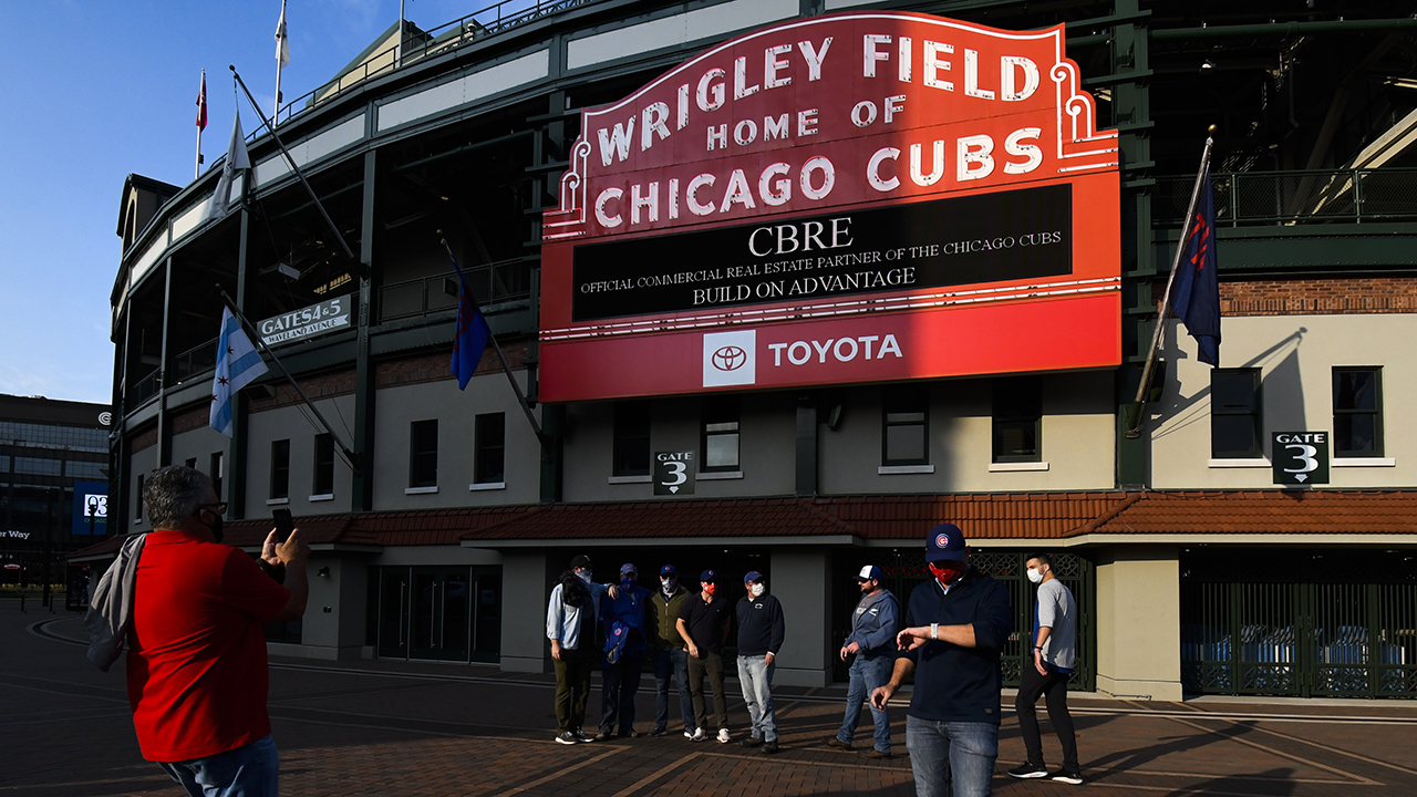 Cubs, Sox to let some fans into stands as COVID numbers fall