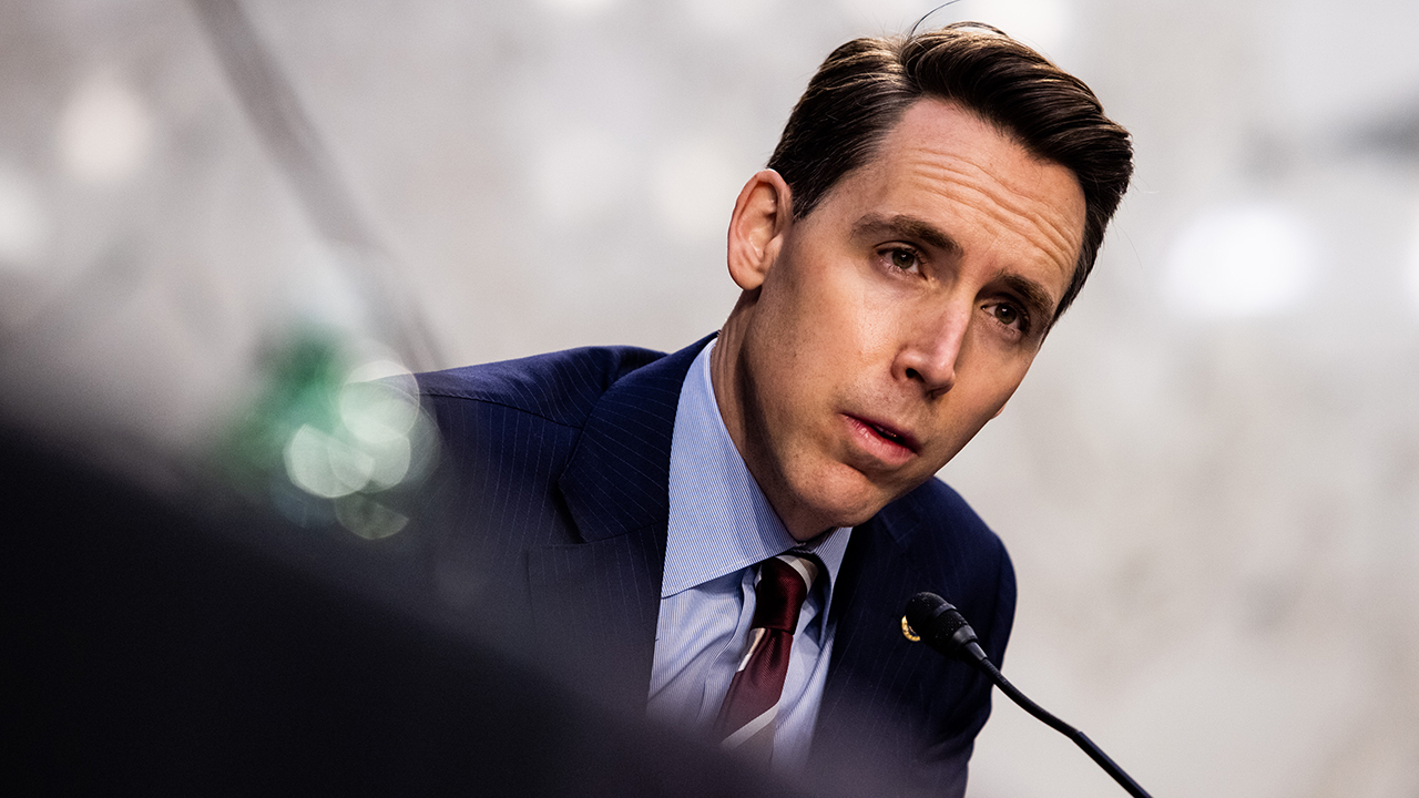 Hawley calls for AG Garland to resign after he 'mobilized the FBI to intimidate parents without legal basis'