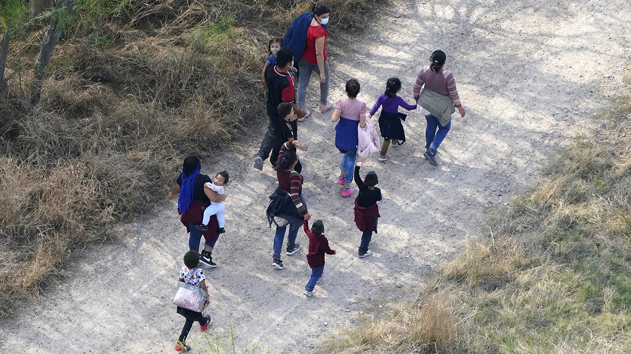 Texas Gov. Abbott warns border woes 'will get worse,' points to 'bipartisan response' to Biden admin