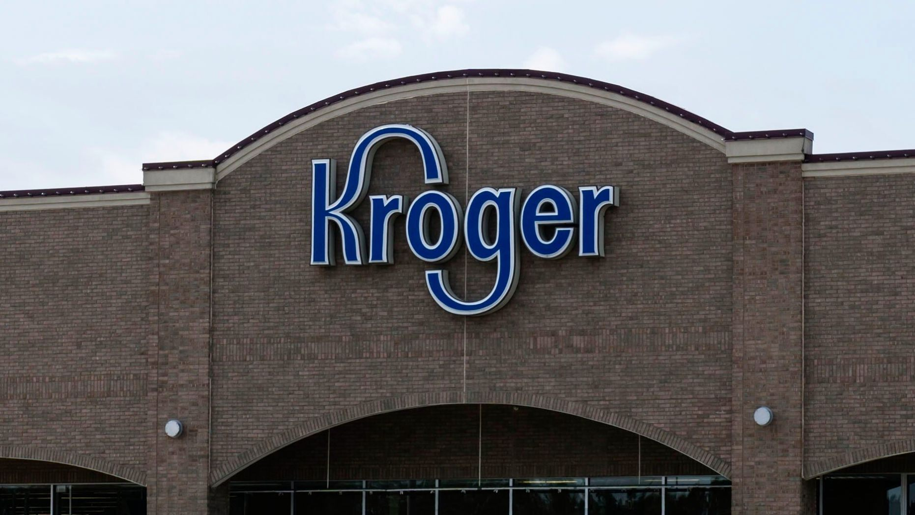 Kroger to continue requiring masks at US supermarkets despite Texas, Mississippi lifting mandates - Fox News