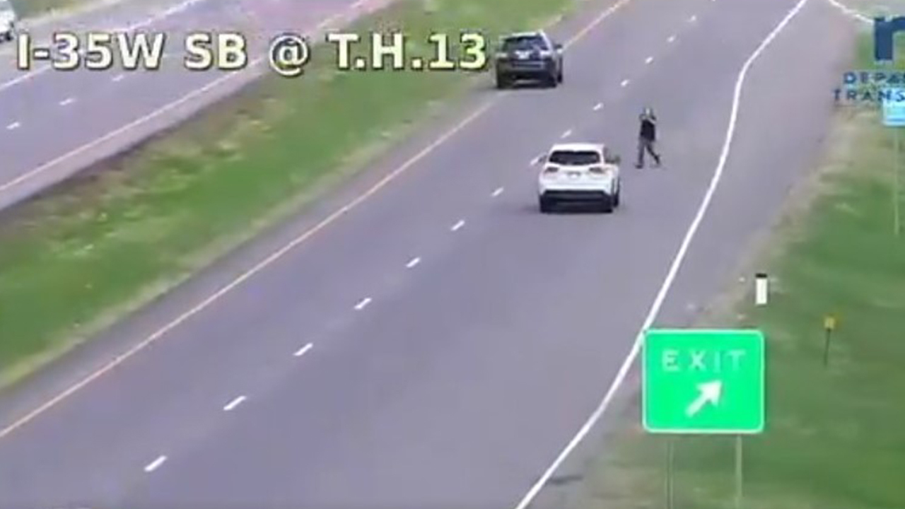 Minnesota armed carjacker points gun at vehicle during police pursuit, chilling video shows