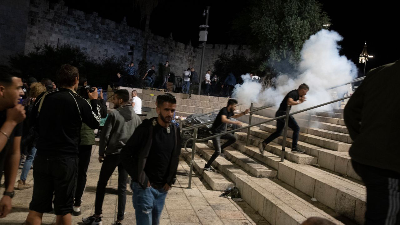 Palestinians, Israel police clash at Al-Aqsa mosque; dozens hurt - Fox News
