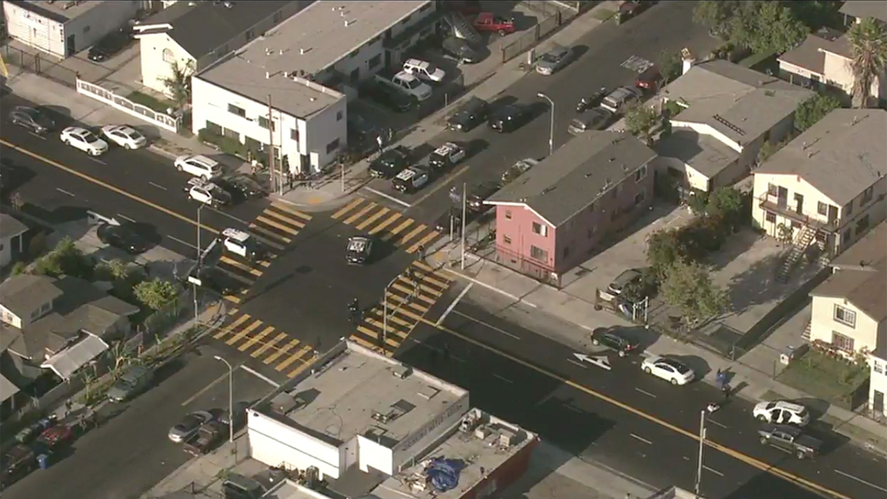 2 Asian women stabbed on San Francisco street, police say