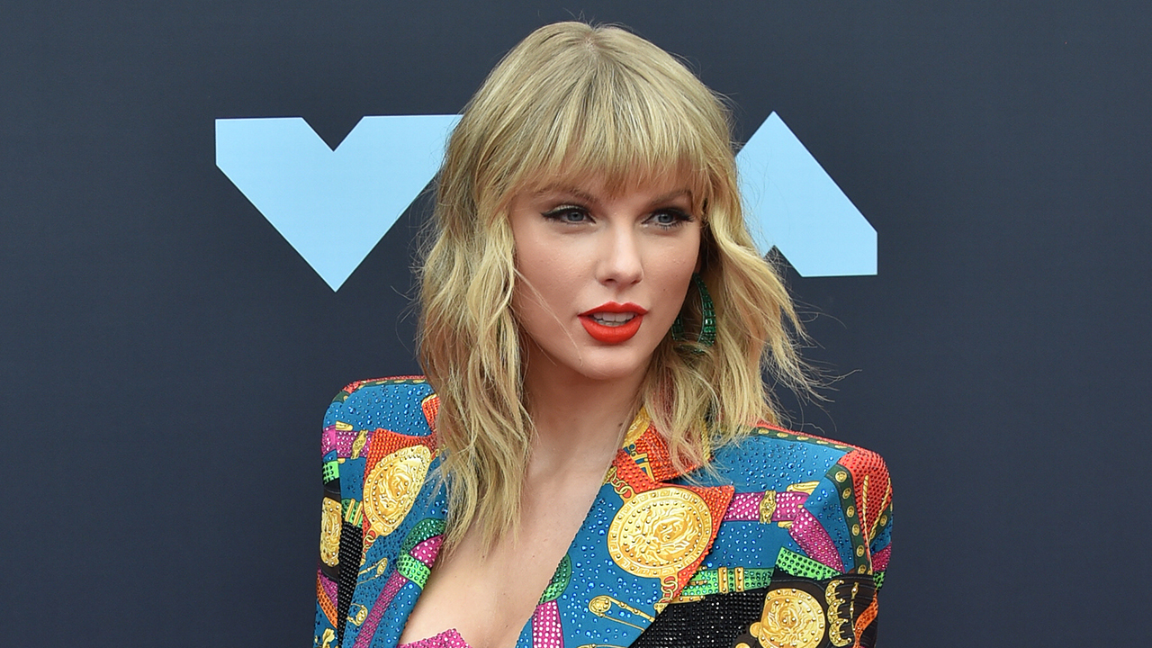 Taylor Swift honored at BRIT Awards with global icon award - Fox News