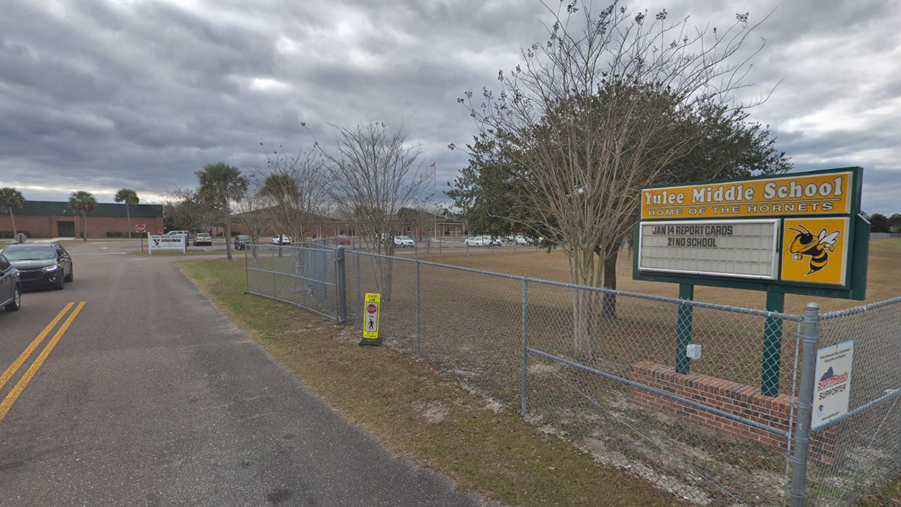Florida 8th grade student says teacher deemed outfit too revealing  report