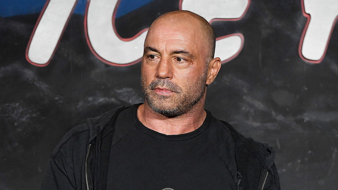 WaPo columnist knocks CNN over Joe Rogan coverage: 'You don't fight disinformation with disinformation'