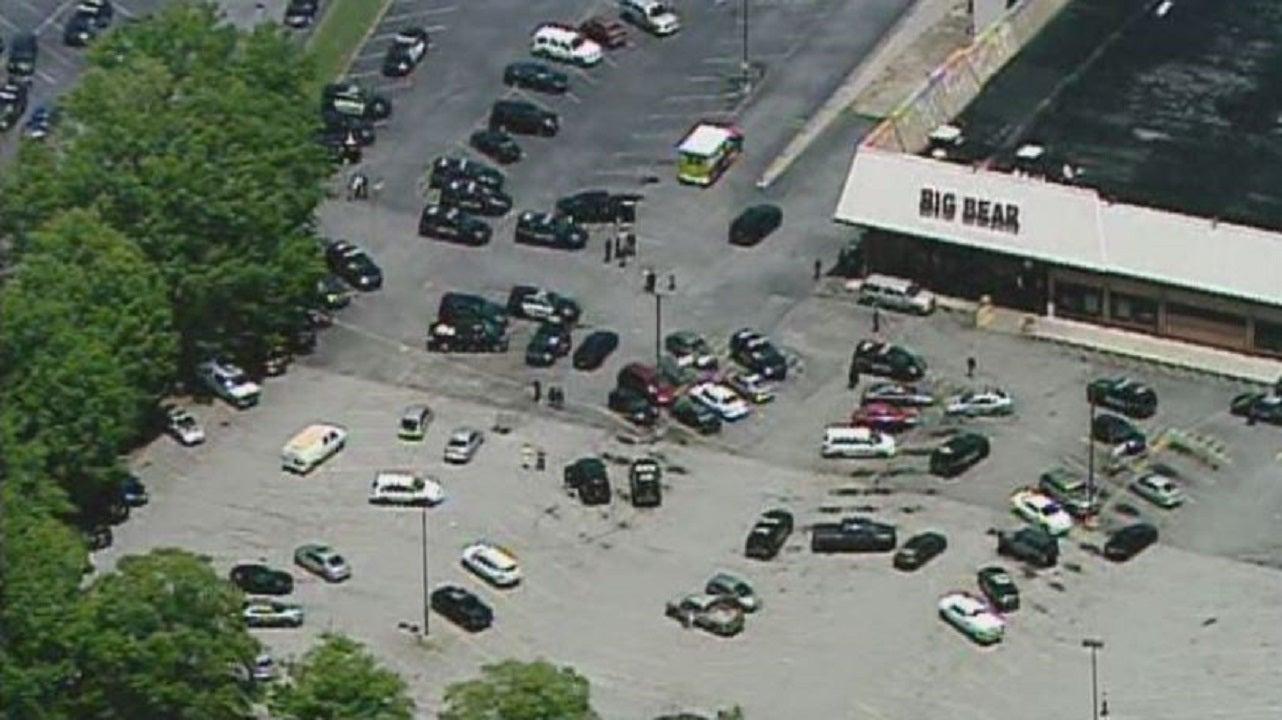 Atlanta-area deputy, two others injured during supermarket shooting