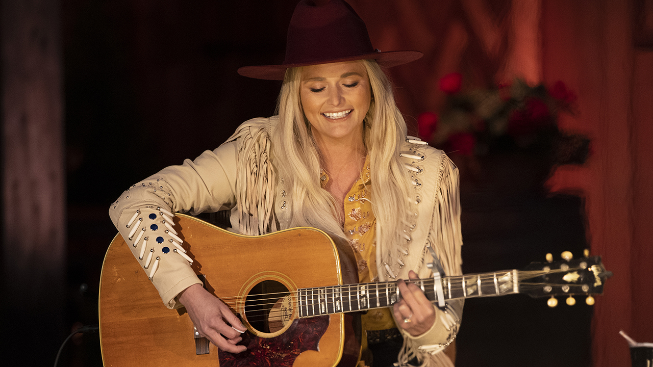 CMT Music Awards nominee Miranda Lambert wows with campfire performance of 'Tequila Does,' honors Texas roots – Fox News