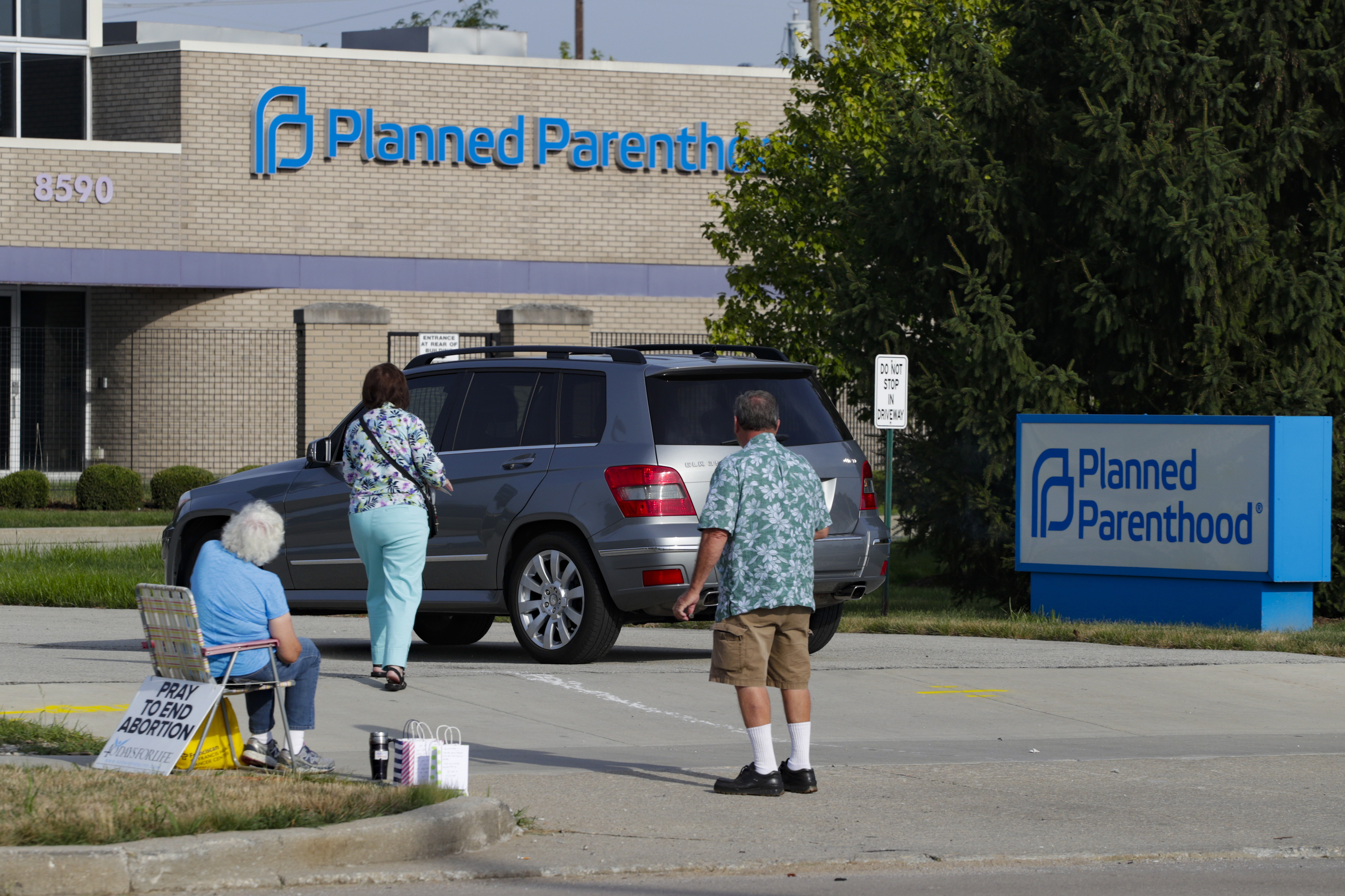 HHS announces new actions to 'bolster access' to abortions in Texas after restrictive law