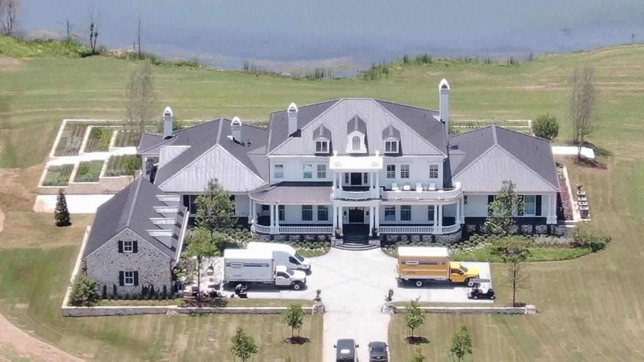 Blake Shelton and Gwen Stefani built a newlywed mansion in Oklahoma