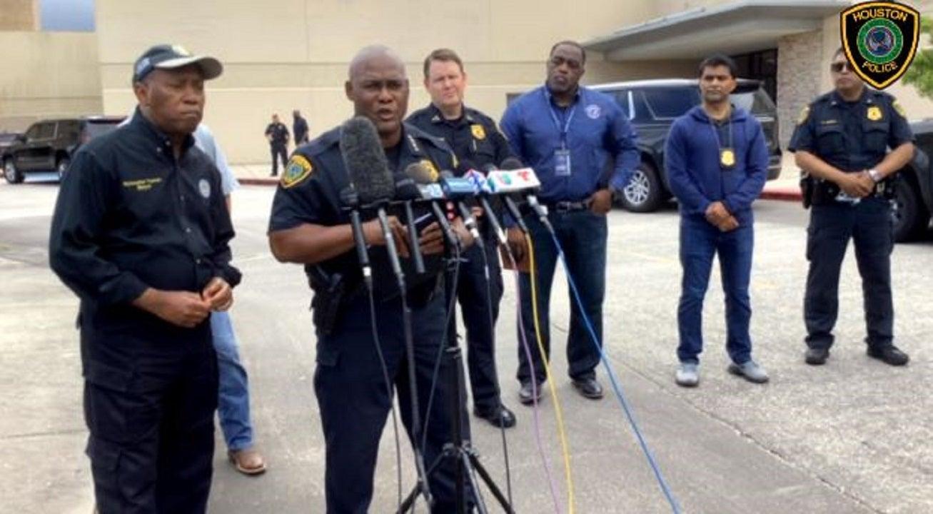 Houston police officer shot responding to dispute over parking spot