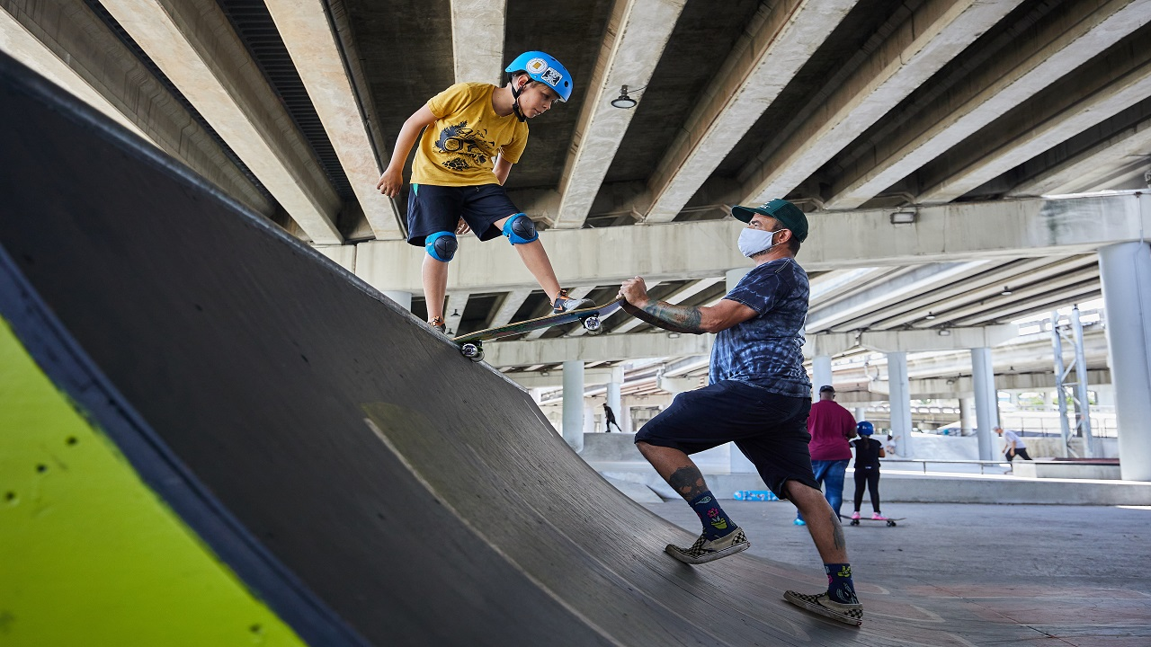 Photo of Florida couple who trained 2 Olympic athletes teaches homeschooled kids through action sports