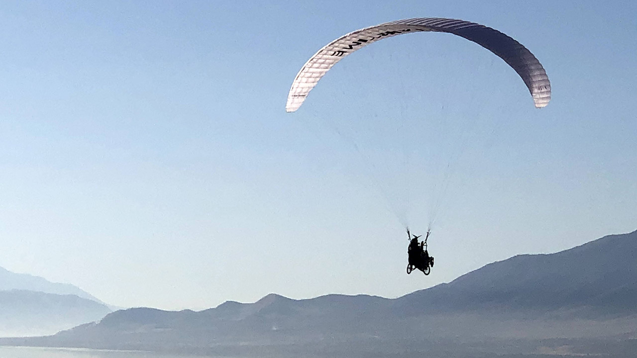 Utah-based nonprofit brings people to new heights with adaptive paragliding program