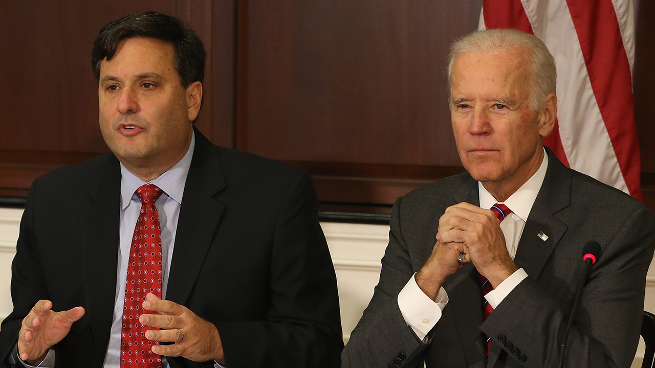 Turley says Ron Klain's vaccine retweet is legal issue for Biden: 'Breathtakingly daft'