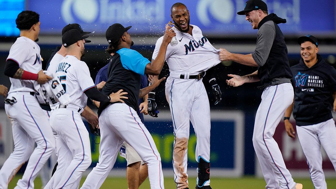 De La Cruz lifts Marlins over Mets 2-1 in 10 innings