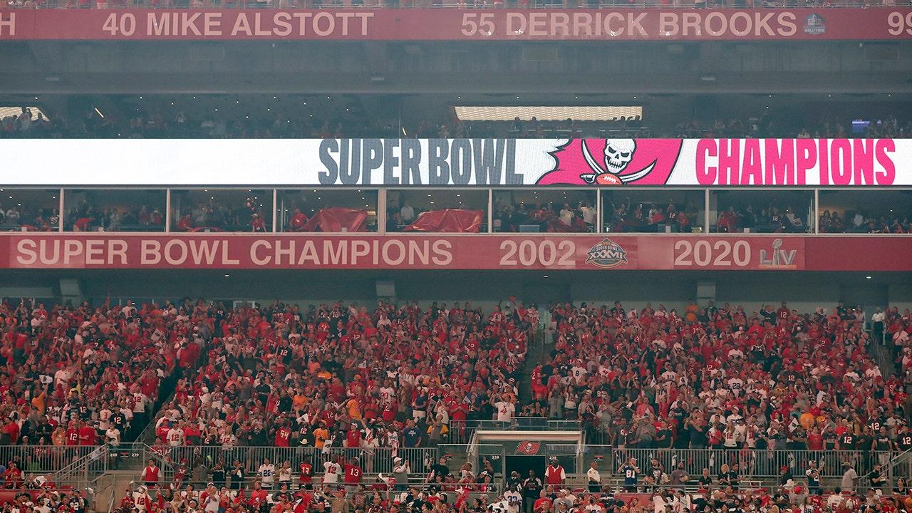 Bucs unveil Super Bowl signage before Week 1 game vs. Cowboys