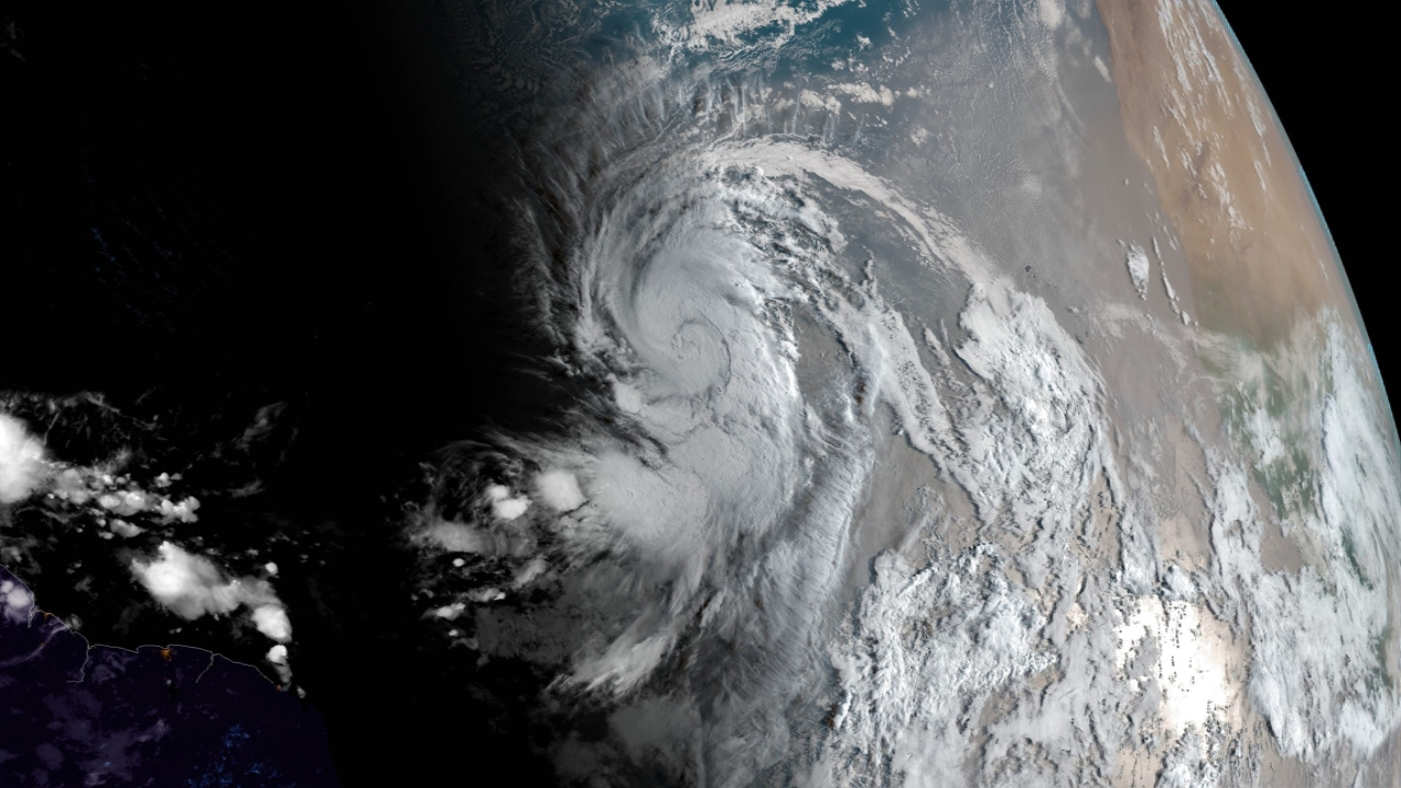 Larry forecast to strengthen to major hurricane