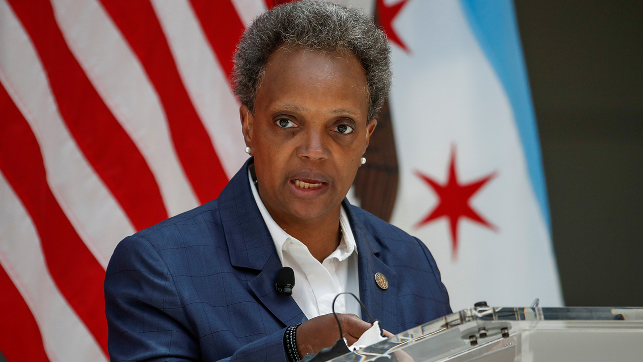 Chicago Mayor Lightfoot drowned out by boos at union fundraiser