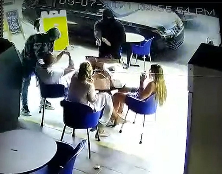 Los Angeles diners robbed at gunpoint on sidewalk café in broad daylight