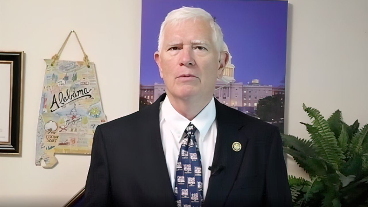 Mo Brooks battles liberal media in effort to win Alabama Senate seat, predicts 'huge' role for Trump in 2022