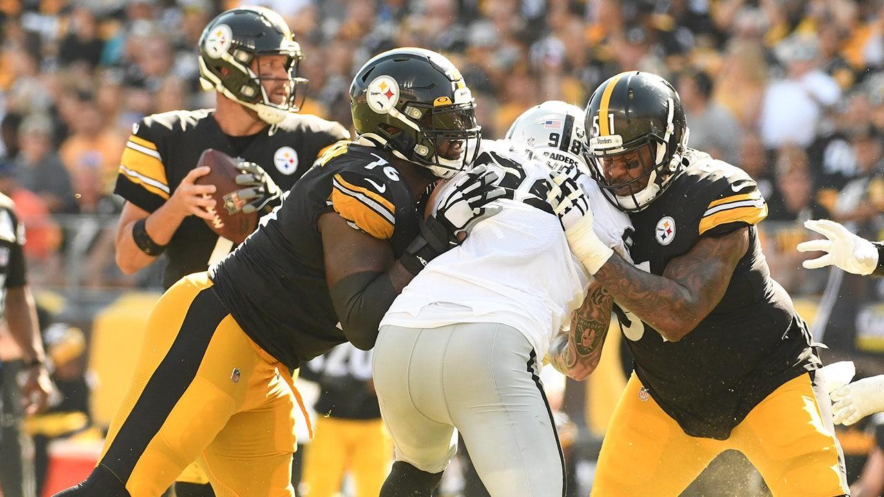 Mike Tomlin của Steelers bảo vệ Trai Turner sau khi bị loại: 'Ai đó đã nhổ nước bọt vào mặt anh ấy'