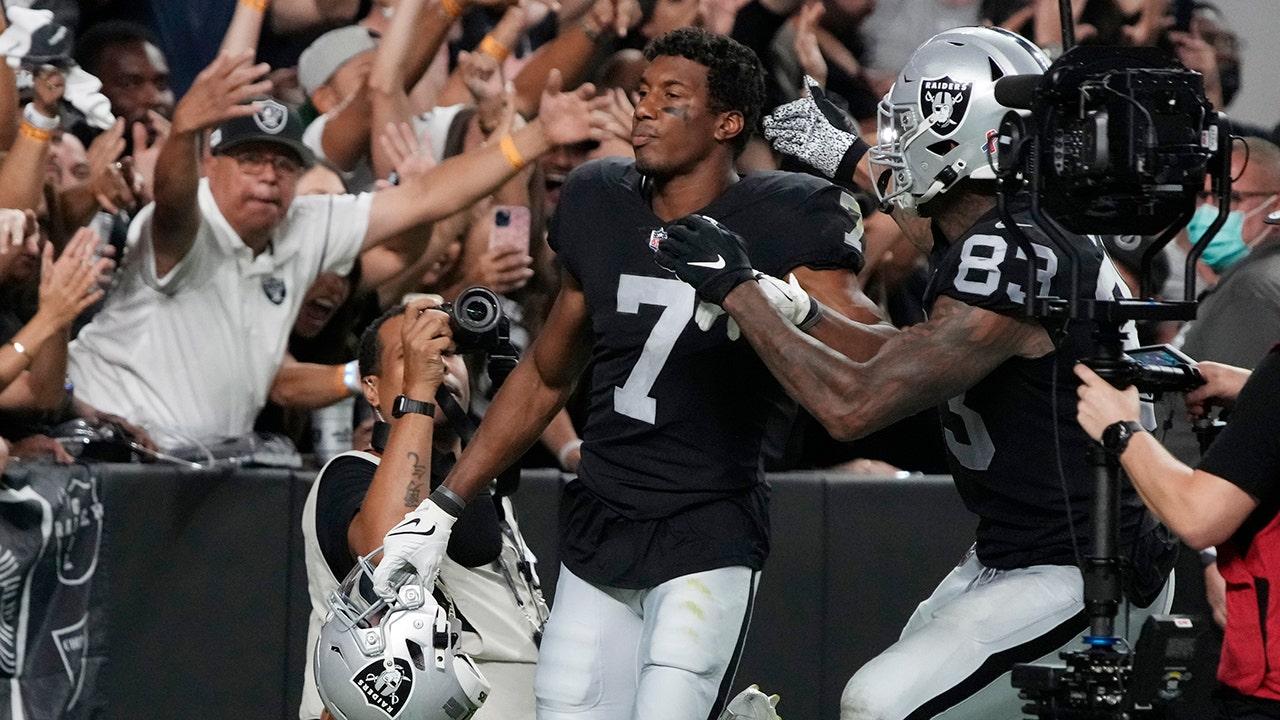 Raiders đánh bại Ravens trong kết thúc hiệp phụ tàu lượn siêu tốc: 'Trò chơi này thật điên rồ'