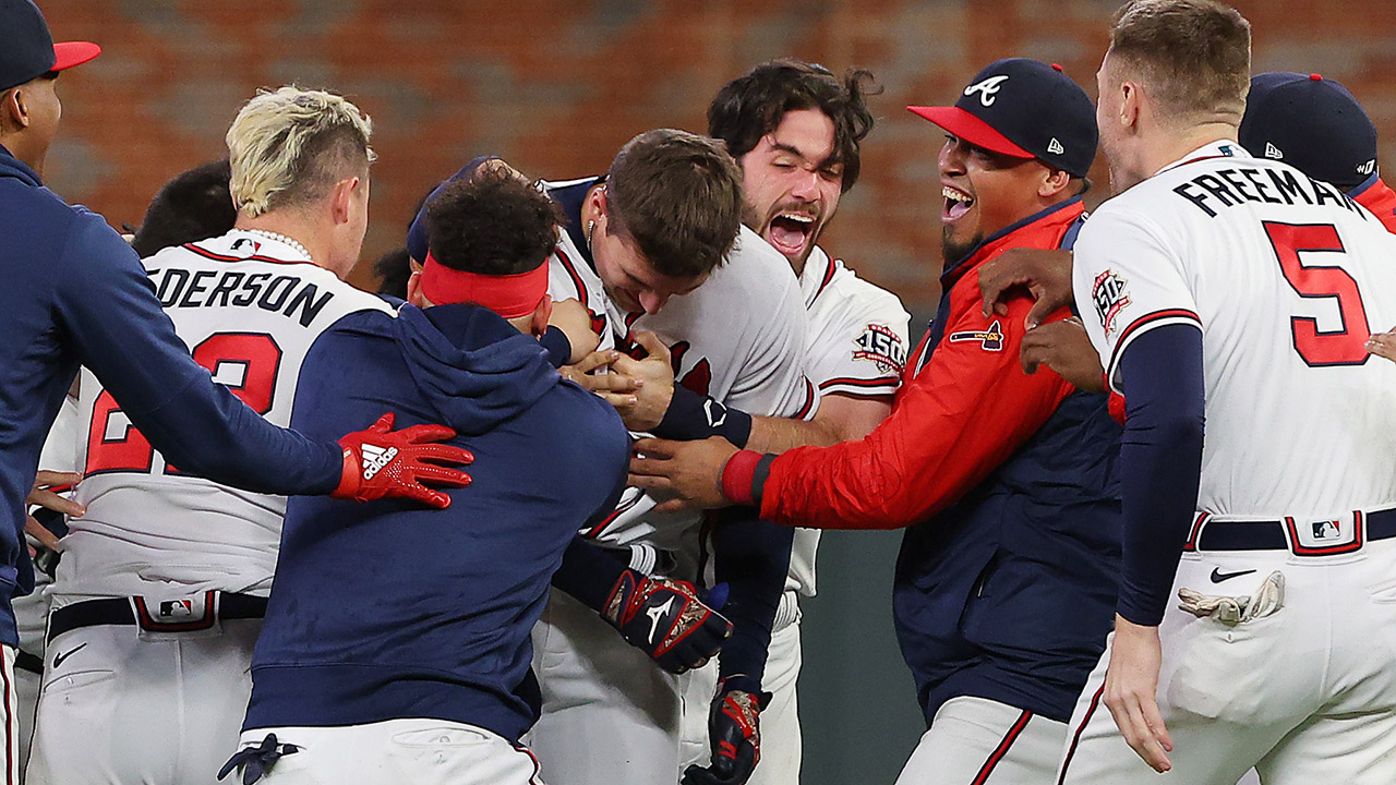 Braves' Austin Riley stuns Dodgers with walk-off single in NLCS Game 1 – Fox News
