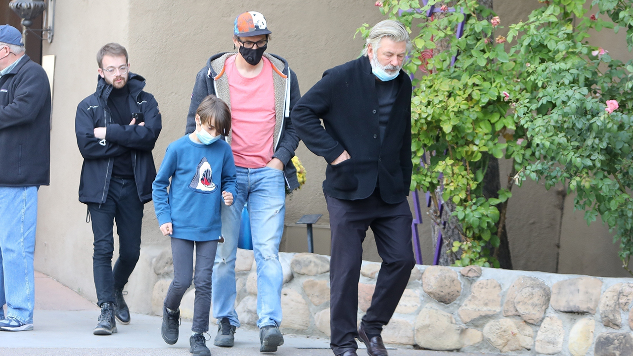 Alec Baldwin meets with Halyna Hutchins' husband, son in emotional meeting following accidental shooting