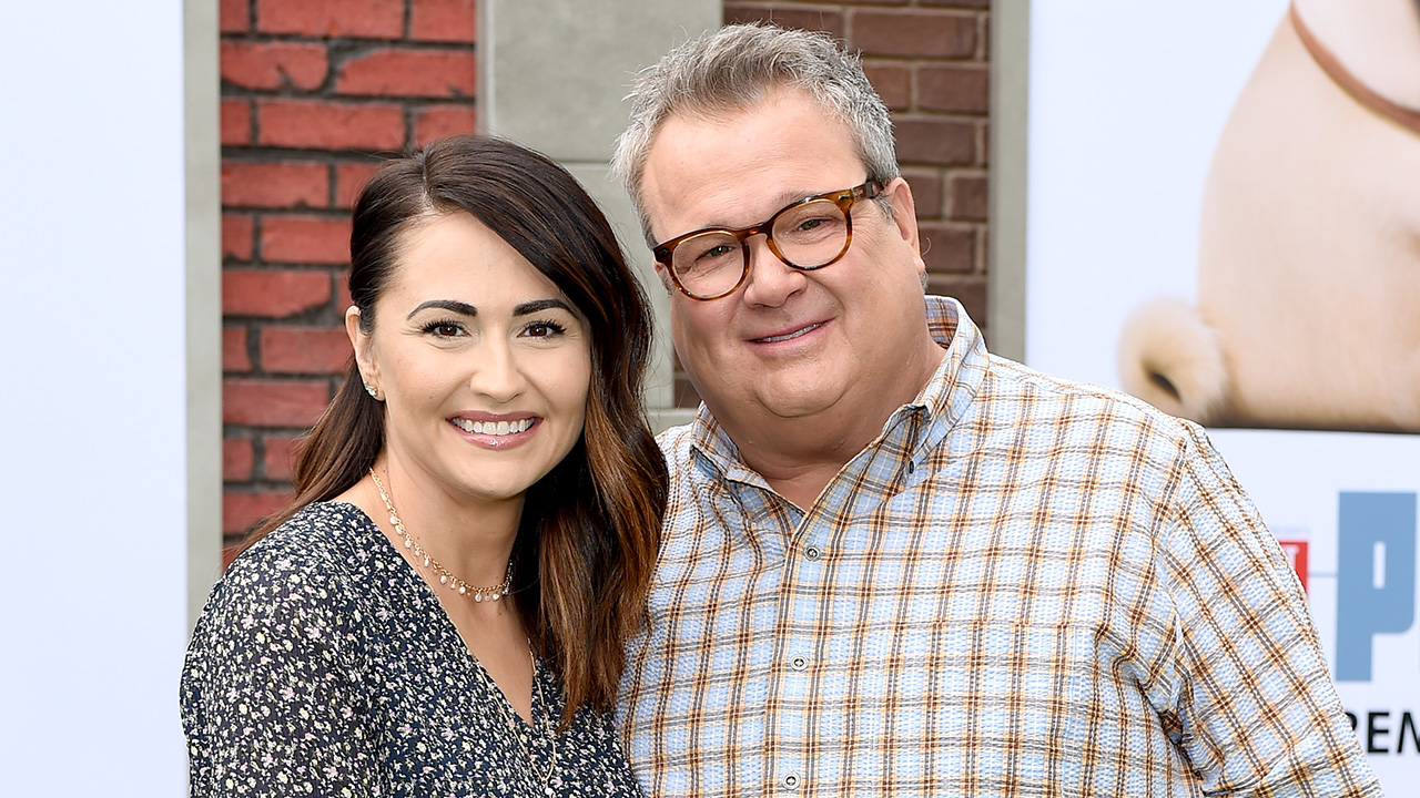 Eric Stonestreet says it's 'ridiculous' that fans assume he, fiancée have large age gap: 'She looks fantastic'