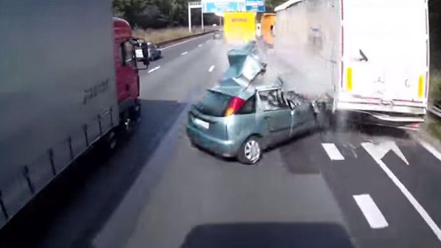 crash-trucks-exit-876.jpg