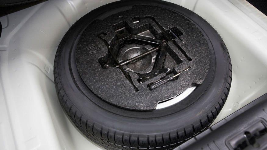 spare-tire-trunk-876.jpg