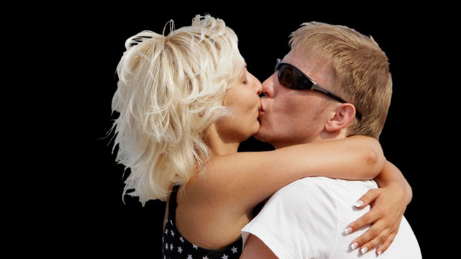 660-couple-kissing-AP2.jpg