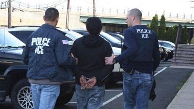 081312_wlj_immigration2_640.jpg
