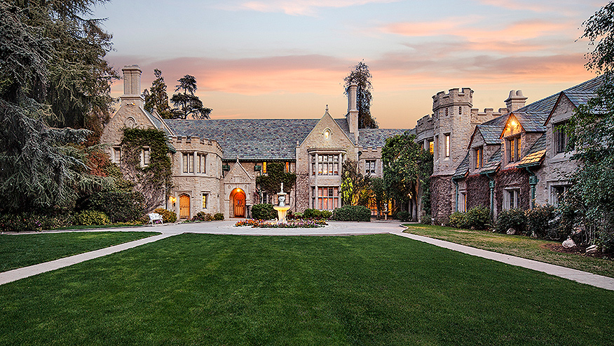 876_PLAYBOY-MANSION_EXTERIOR_FRONT_RESIZED.jpg