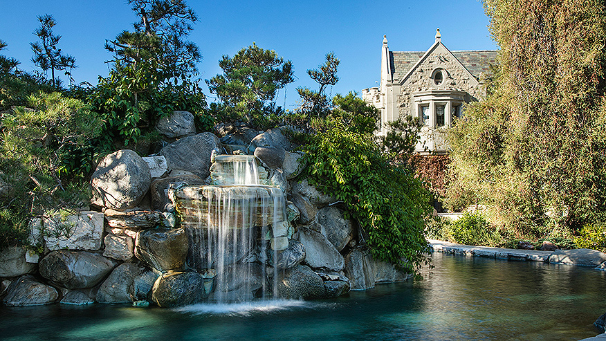 876_PLAYBOY-MANSION_SWIMMING-POOL_RESIZED.jpg