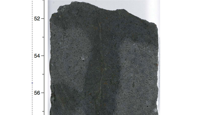 Photo_of_basalt_rock_with_internal_vein.jpg