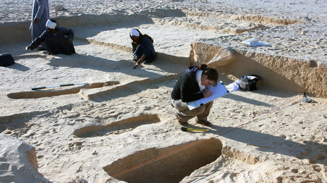 excavating-amarna.jpg