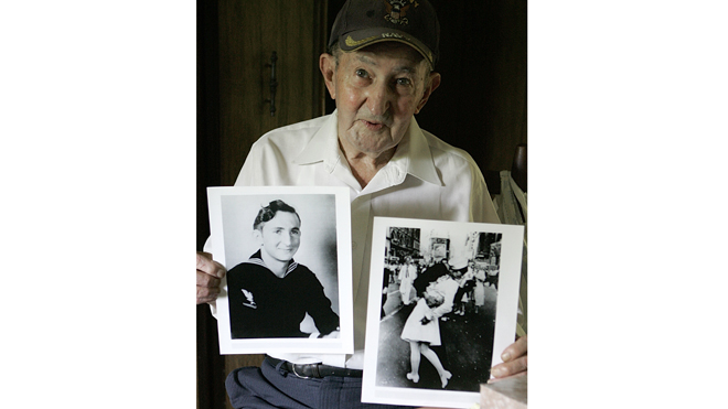 Man known as kissing sailor in WWII-era picture dies
